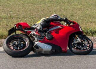 jak pokonywać zakręty na motocyklu