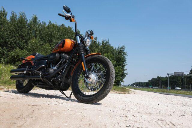 Starcie stalowych nowości 2021 – Harley Davidson Street Bob vs Indian Super Chief Limited [test, opinie, dane techniczne]