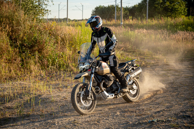Moto Guzzi V85TT Travel 2020 – spokojna klasyka gatunku adventure [test, dane techniczne, wady, zalety, opinia]
