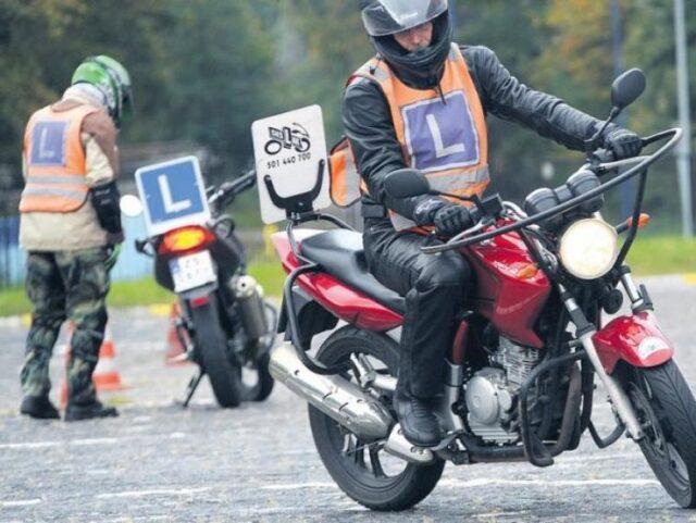 Ile kosztuje zostanie motocyklistą? Czy to droga pasja? [felieton, dane, porady]