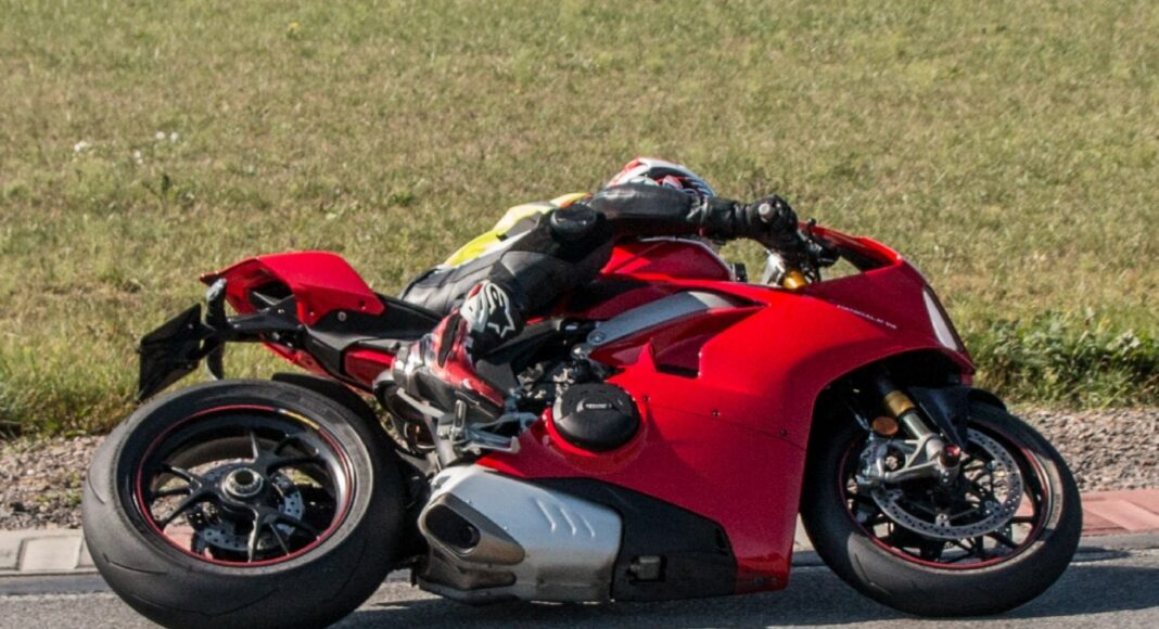 test sportowych opon motocyklowych