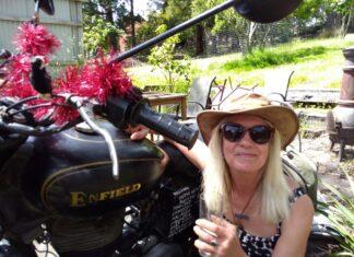 Jacqui Furneaux podróż na Royal Enfield motocykl klasyczny retro vintage
