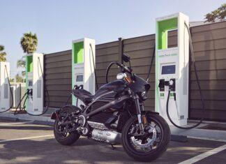 adowanie elektrycznego motocykla