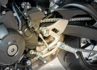 zmiana biegów w motocyklu bez sprzegła quickshifter blipper