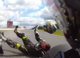 wypadek na motocyklu kask spadł z głowy tor