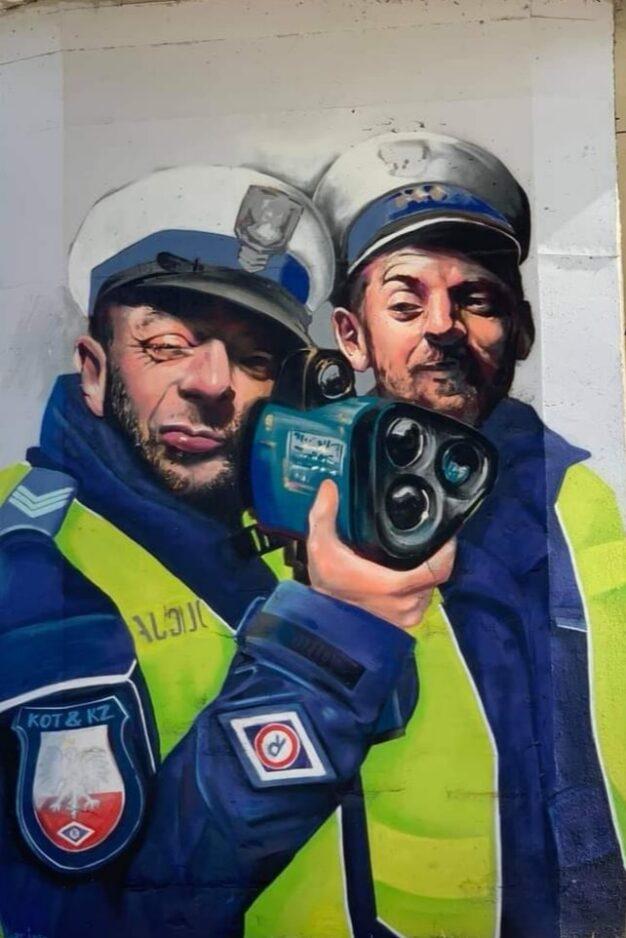 Mural w Szczecinie przedstawiający policjantów z radarem