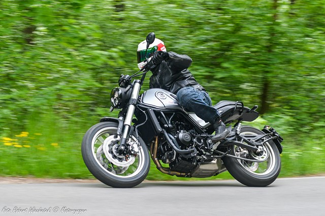 Skórzana kurtka SECA Aviator II – klasyczny motocykl zdobi, na skuterze nie straszy [Test po sezonie użytkowania]