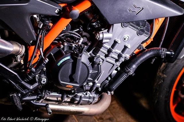 KTM Duke 890 R – austriacki generator frajdy – najlepszy przepis na nakeda [TEST, OPINIA, WADY, ZALETY]
