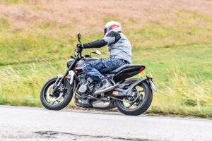 Triumph Trident  nowość  test dane techniczne opinia cena  MV DuzeZdjecie W