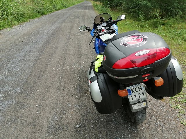 Motocyklem dookoła Polski: ucieczka od zgiełku, echo bitwy sprzed tysiąca lat, taniec robota na motocyklu