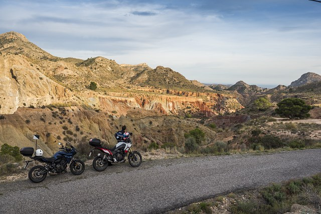 Pewna pogoda w motocyklowy urlop? Pireneje, Andaluzja, Costa Blanca – tylko z Motofiestą!