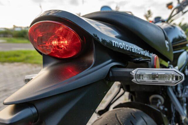 Świetne połączenie klasyki i nowoczesności – Kawasaki Z900RS [test, opinie, dane techniczne]