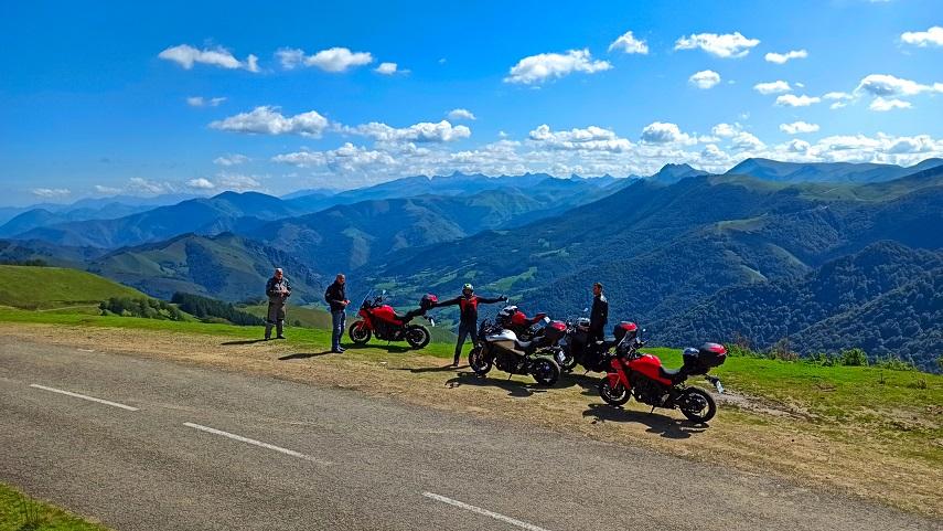 gory motocyklista widok