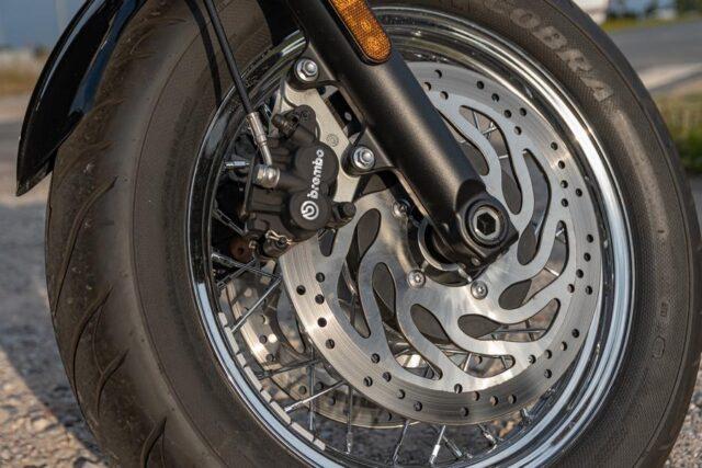 Totalny luz po angielsku – Triumph Speedmaster [test, osiągi, dane techniczne, opinie]
